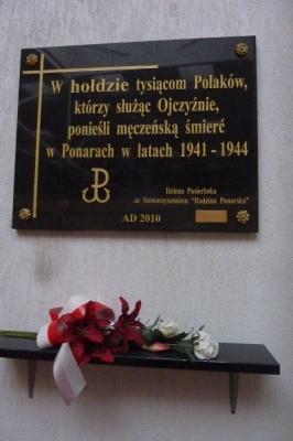 Tablica Ponarska w Domu Kultury Polskiej w Wilnie