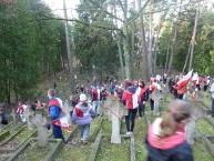Biegacze wśród grobów Legionistów